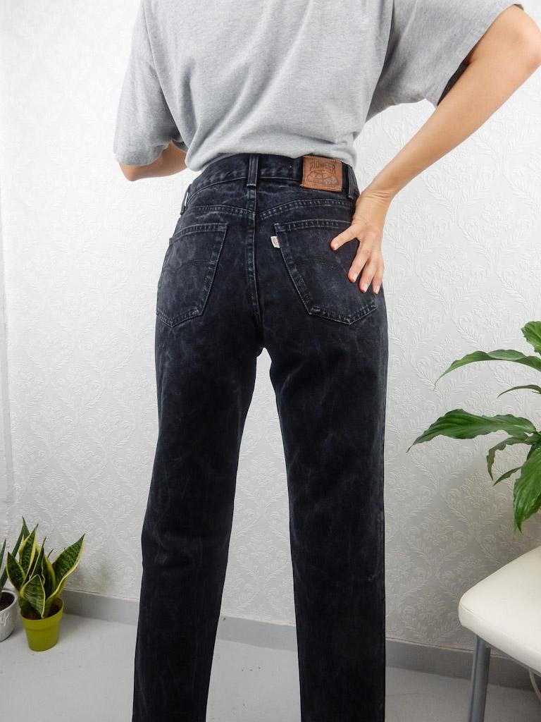 high-waisted-black-jeans-3