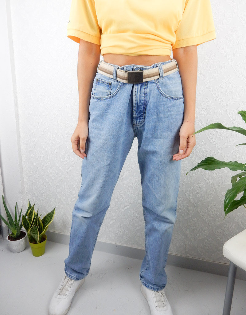 high-waisted-light-blue-jeans-3