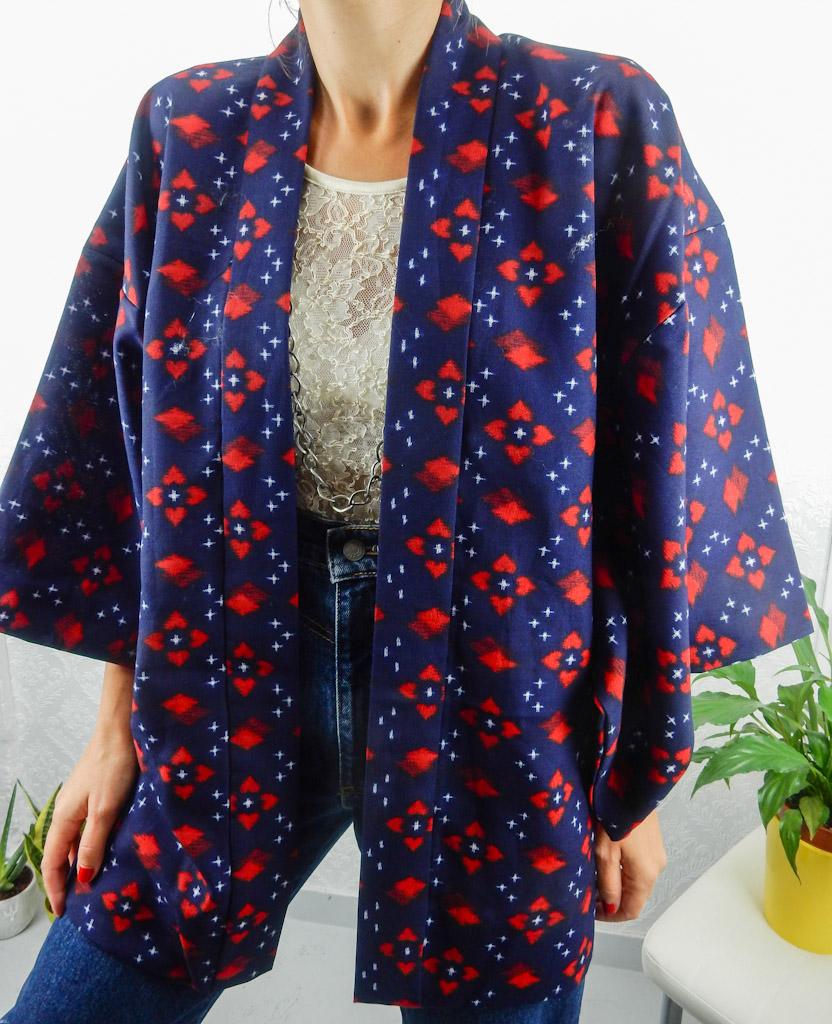 vintage-kimono-blue-red-pattern-1